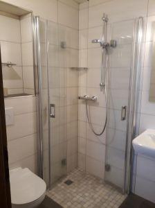 Unsere-Dusche-im-Zimmer